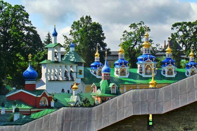 legendarnyy-monastyr-v-pechorakh-pskov