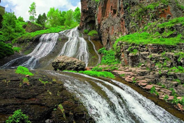 Джермук, Армения, город-курорт, отдых в Джермуке, санаторий, минеральная вода, Питьевая галерея, Джермукский водопад, достопримечательность Джермука, Монастырь Гндеванк, цена