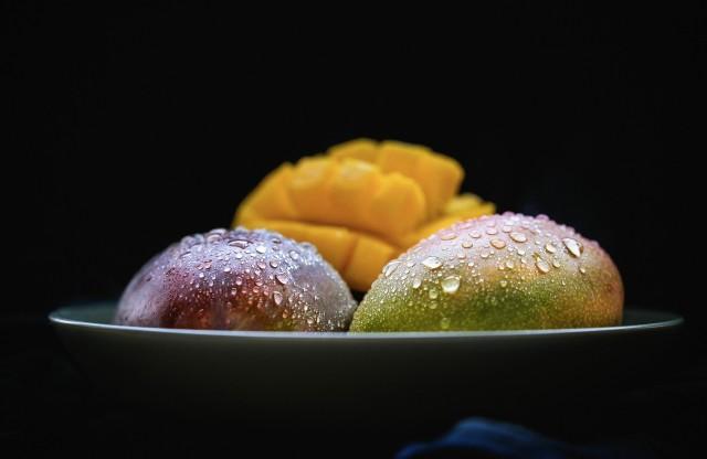 Манго фрукт, манго описание, манго польза, манго полезные свойства, манго вред, как кушать манго, экзотические тропические фрукты манго, манго фрукт вкус